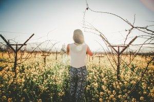 https://pixabay.com/nl/persoon-vrouwelijke-meisje-jong-690132/